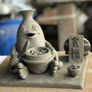 下石町の窯元「荒神窯さん」特製オリジナルとっくりとっくんを作って貰い、土岐プレミアムアウトレットまで届けてきました!