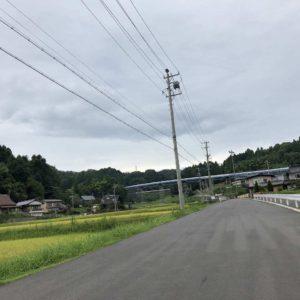 リニア中央新幹線が通過するトンネル工事(日吉トンネル)が着々と進行中とのことで、そのトンネルを作るための道路を通りましたらすごいことになってました。
