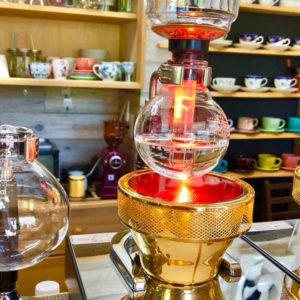 土岐市泉町久尻の隠居山向かいにある、茶話処カフェ 夢空間さんのハロゲンビームヒーターのサイフォンで淹れるコーヒーが素敵だった♪