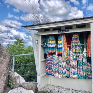 土岐津町土岐口のOKさんの裏で千羽鶴を発見!地元に住んでてもまだまだ知らない場所が多いなぁ。
