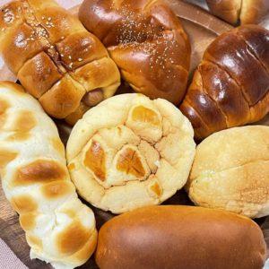 土岐市下石町・老舗パン屋 エクレール(タナカパン)さんのパンは、やまだ好みの味。シンプルながら飽きの来ない日常の味。冷めても美味しく、価格も安い。シュトーレンもあったよ。