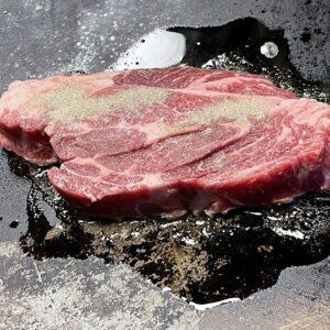 御年80歳のおばあちゃんが焼く!土岐市妻木町にある鉄板焼き&焼き肉の店『おくら』さんを大紹介!豆腐とんちゃんからの~カルビブロック。〆は焼きそば!