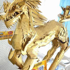 麒麟が(土岐市に)来る。妻木町 公民館内、妻木しろやま観光案内所にて黄金の麒麟を発見!ナニコレ珍百景にも登録されていました。他、館内では妻木町の流鏑馬神事や歴史的な資料なども展示中。