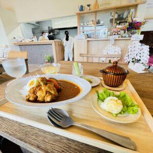 【新店】下石町にカフェ harenochi cafe(ハレノチカフェ)がオープン!早速ランチで美味しいスパイスカレーランチを堪能。白壁とウッドとモザイクタイルの素敵な空間。ここは人気になる店だ。