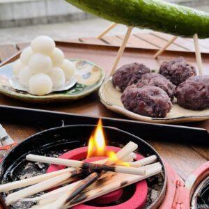 土岐市役所前の和菓子店「虎渓」さんでお迎え団子(盆餅、積み団子、あんころ餅)を購入。東濃地方は一か月早いお盆、7月13日~15日までがお盆となりますので、迎え火を焚いてご先祖様をお迎えします。