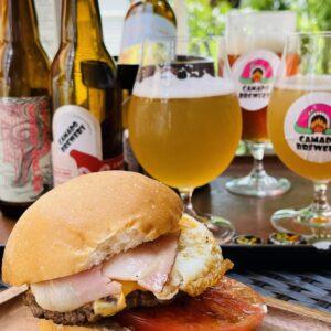 瑞浪市釜戸町の地ビール『カマドブリュワリー』さんのクラフトビールがようやく買えた!でもやっぱ一番は醸造所へGO!ピンガレストランさんのハンバーガーとの相性も抜群。